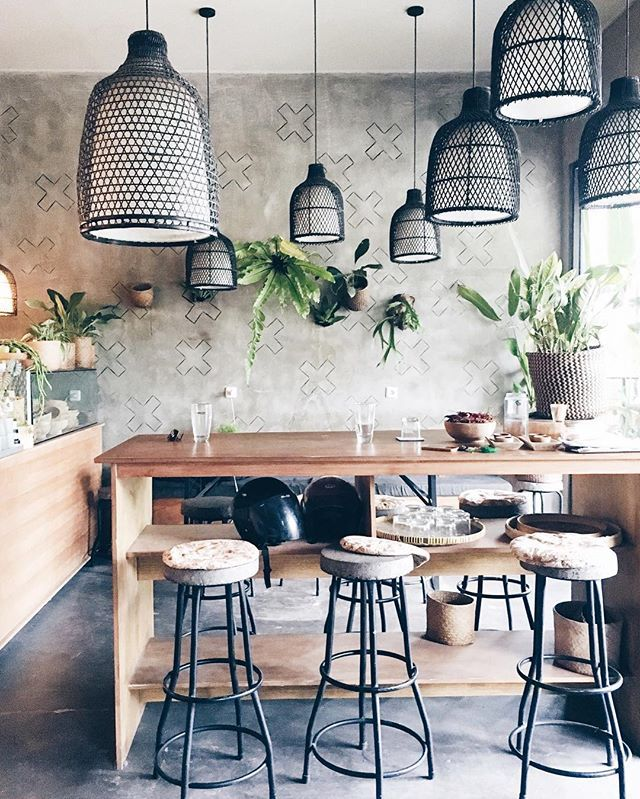 Guys, there are no shortages of inspiring creative spaces and good food here in Canggu, I don't know how I'm going to leave mid-October—someone will have to literally push me on the plane! // Pictured is @quince_bali: half design shop filled with handcrafted goods made by artisans around Bali and the other half is a cafe serving up healthy food & coffee. This combination is my definition of an #artjaunt! #thebalibible