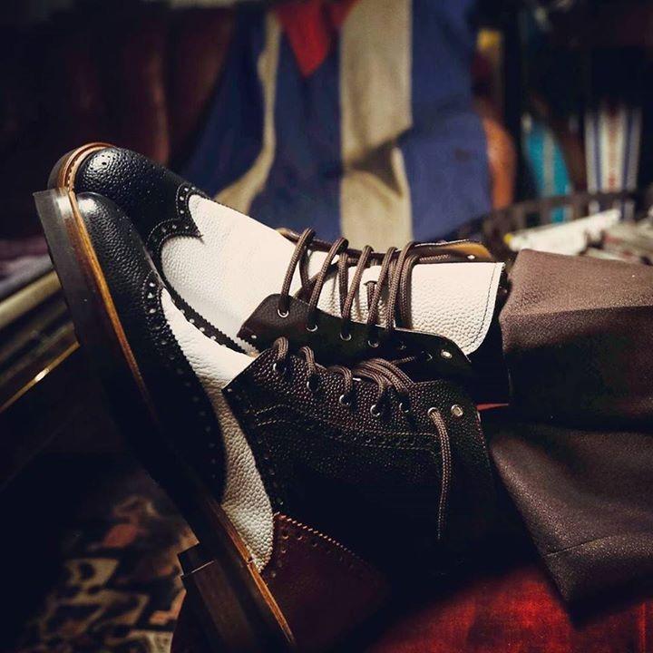 Relaxing Sunday! #weardis #boots #fire #sofa #multicolor #pebblegrain #ankleboot #designyourown #feelitalian #dandy #dappermen #cool #bespoke #shoeoftheday #winter #gentleman #wintersale http://ift.tt/2iQxvpp