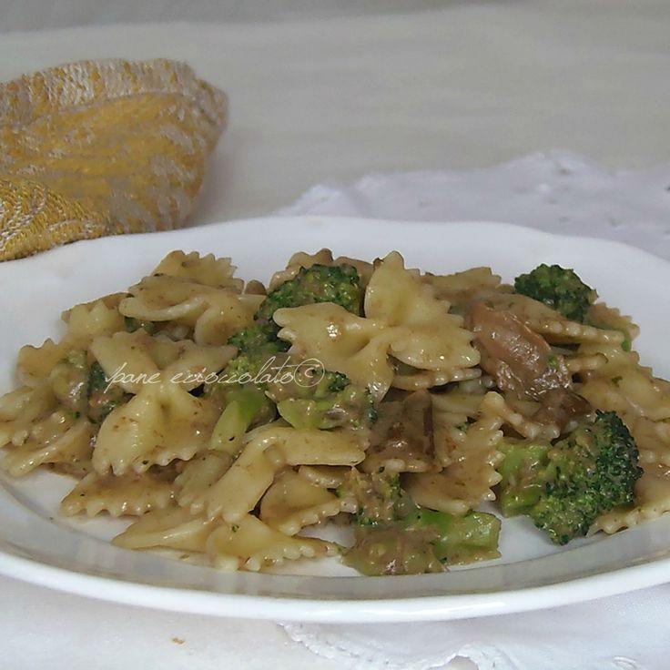Pasta funghi broccoli e philadelphia cremosa