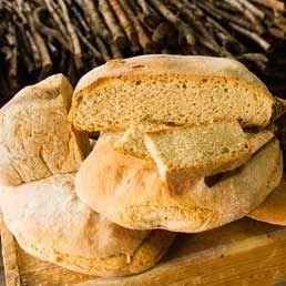 a cura della Redazione Caratteristica del pane toscano siglato DOP è di essere senza sale, con crosta croccante, mollica morbida ma consistente, costituito di tre soli ingredienti: lievito madre o ...