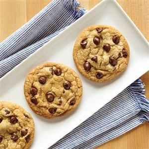 This Ultimate Chocolate Chip Cookies recipe from Crisco   is the perfect dessert for bake sales, book club or a just because treat for your kids!