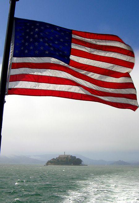 Alcatraz sur fond de drapeau américain