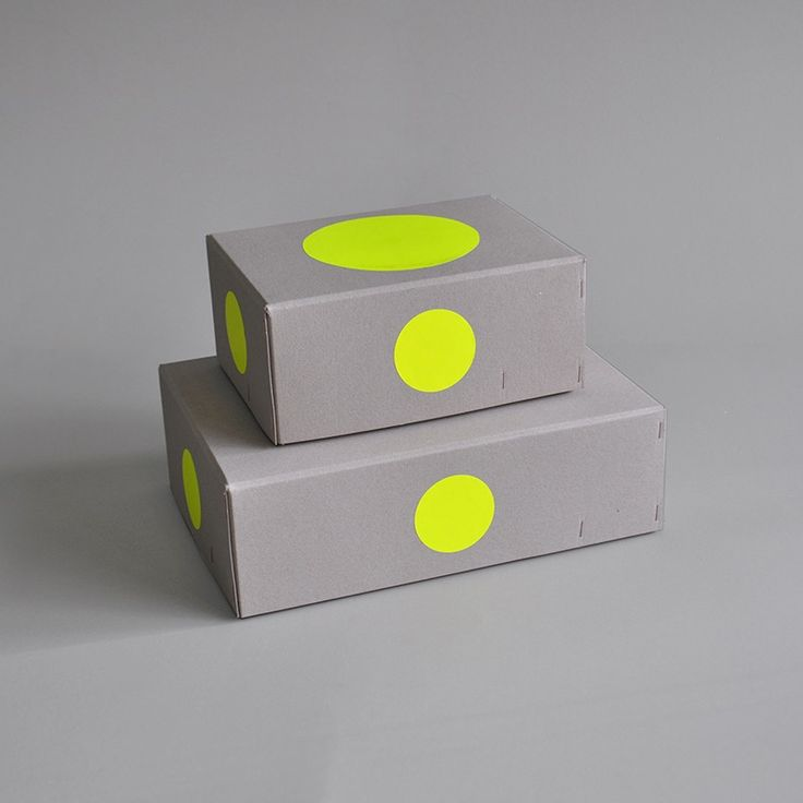 Introducing the manufactured 100% recycled raw cardboard boxes. Perfect to store all your personal treasures, like memorable family photographs, ch...