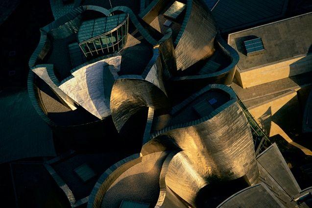 YannArthusBertrand2.org  - Musée Guggenheim de Bilbao, Pays basque, Espagne (43°16' N - 2°56' O).