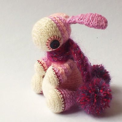 Bobble bunny girl - OOAK - crochet bunny by Dropici