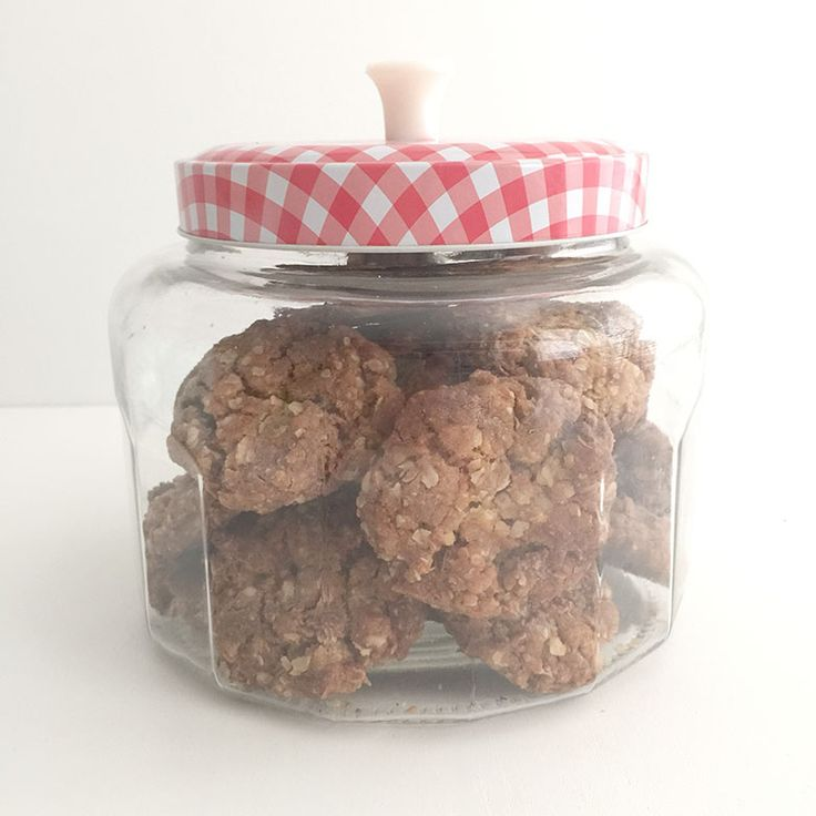 This Choc Chip & Oat Biscuit recipe is just like Anzac biscuits (which are one of my most favourite biscuits) but with chocolate chips. These freeze well to make a great addition to the kids' lunch boxes or as an after school snack.