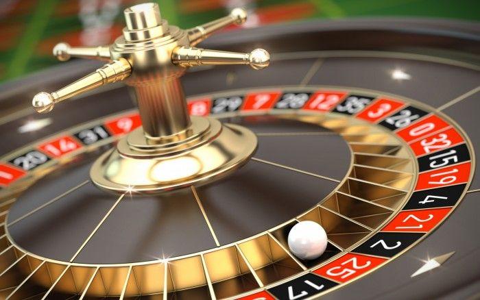 """Tips dan trik menang dalam Permainan Roulette, Roulette adalah salah satu permainan paling populer dan menjadi favorit untuk para pemain casino. Roulette yang berarti """"roda kecil"""" dalam bahasa Prancis, Permainan yang berupa bola kecil yang berputar di atas roda besar yang mempunyai 38 nomor slot.Terdapat 2 warna yaitu warna merah dan warna hitam."""