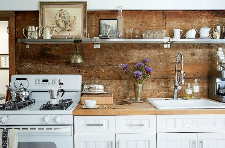 How do you convert a tiny beach house built in 1706 into a functional, friendly abode that is homely enough for a four-year-old? Interior designer Jennifer Vaughn Miller must have...