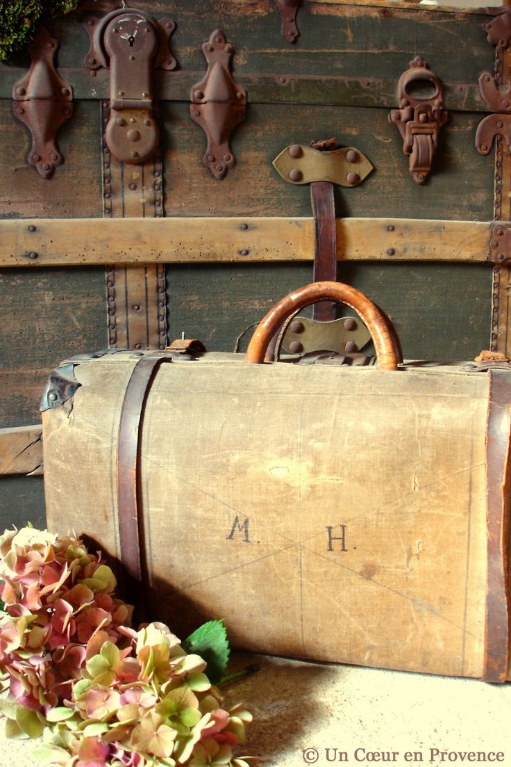 Un Coeur en Provence: Une valise à mémoire  old suitcases Repinned by www.silver-and-grey.com