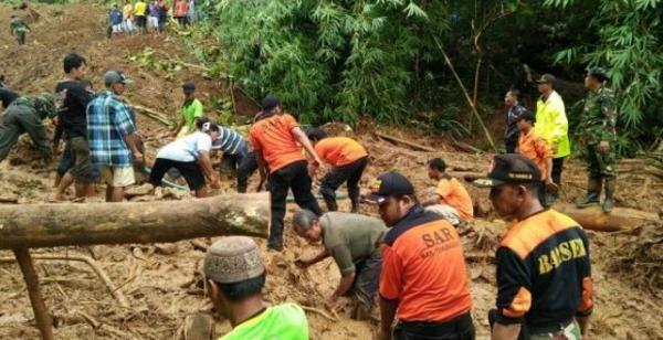 Tebing Longsor, Akses Jalan Tertutup