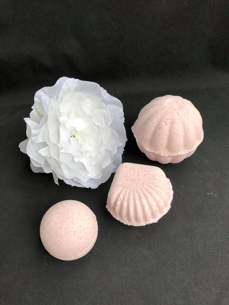 Bath bombs custom make  * Pamper yourself * Wholesale welcome * We supply for gifts, Wedding packs, Gift packs
