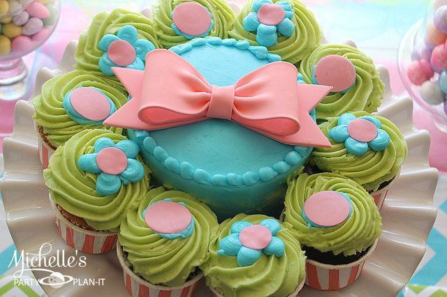 Cupcakes at a Mother's Day Party #mothersday #partycupcakes