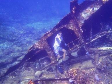 Paquete Choch Ha (Agua Salada) con Ba'alche en Cancun.  Viaje 1: - Snorkeling del Barco Hundido. - Paseo en embarcación. - Snorkeling de Arrecifes. - Pesca Trolling.     Viaje 2: - Observación de Estrellas de Mar - Snorkeling entre Manglares - Kayaking dentro Manglares - Exploración de la Bahía de Espíritu Santo - Visita a Isla Virgen
