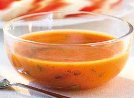 1 cube de Bouillon KUB DUO® Légumes & Herbes du marché MAGGI, 2 courgettes, 1 cas de basilic ciselé  200 ml de lait concentré non sucré mis a la fin, 2 tomates (recette pour 3 personnes)         300ml d eau 1 poivron jaune