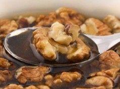 Vlašské ořechy jsou všelék. Od té doby, co jsem zjistila, čemu všemu napomáhají, používám je v kuchyni mnohem častěji