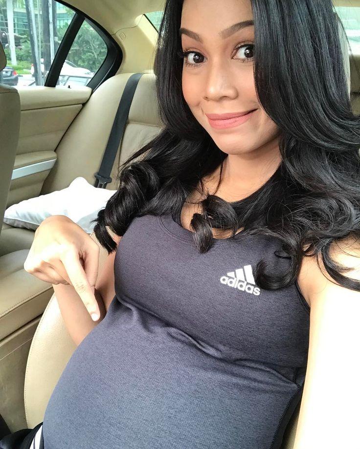 Sharifah Sakinah mengandung pergi bersenam (11 gambar)   Untuk pengetahuan anda sewaktu tempoh hamil ibu yang mengandung amat berisiko menghadapi kencing manis hanya dalam tempoh hamil. Jadi disebabkan itu Sharifah Sakinah berasa pentingnya senaman ketika sedang hamil. Kata Sakinah lagi dengan senaman juga dapat mengurangkan rasa stress dan boleh menaikkan stamina untuk bersalin nanti. Sakinah juga turut berpesan kepada semua bagi yang sedang hamil jika mahu melakukan senaman jangan lupa…