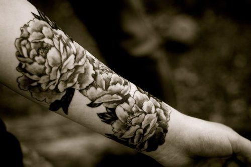 black and white flower tattoos | ... | Red Rose | Flowers Gifts: Fantastic Black And White Flowers Tattoo
