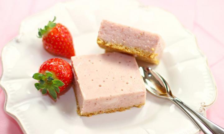 Healthy strawberry no-bake cheesecake slice