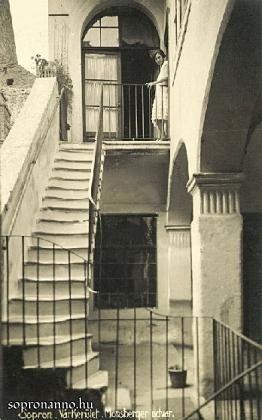 A Monsberger-ház udvara egykor