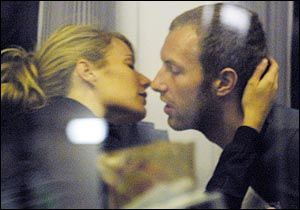 Gwyneth Paltrow & Chris Martin Kissing Compilation @ www.wikilove.com