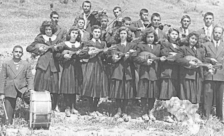 """Menderes'in; """"Kızlarımızı fuhuşa sürüklüyor iktidarımızda kapatacağız"""" dediği ve sözünü tuttuğu Aydın Ortaklar Köy Enstitüsü Öğrencileri"""