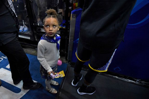 Riley Curry, 5, stands with her father Golden State Warriors' Stephen Curry (30) as he signs autographs before the start of their NBA game at the Oracle Arena in Oakland, Calif., on Saturday, Dec. 30, 2017. Curry returns to the floor tonight after sustaining an ankle injury on Dec. 4th. (Jose Carlos Fajardo/Bay Area News Group)