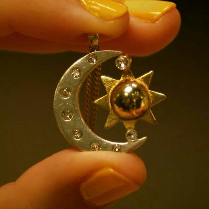 SOY LUNA - Medalhinha de Luna Valente (Sol Benson)