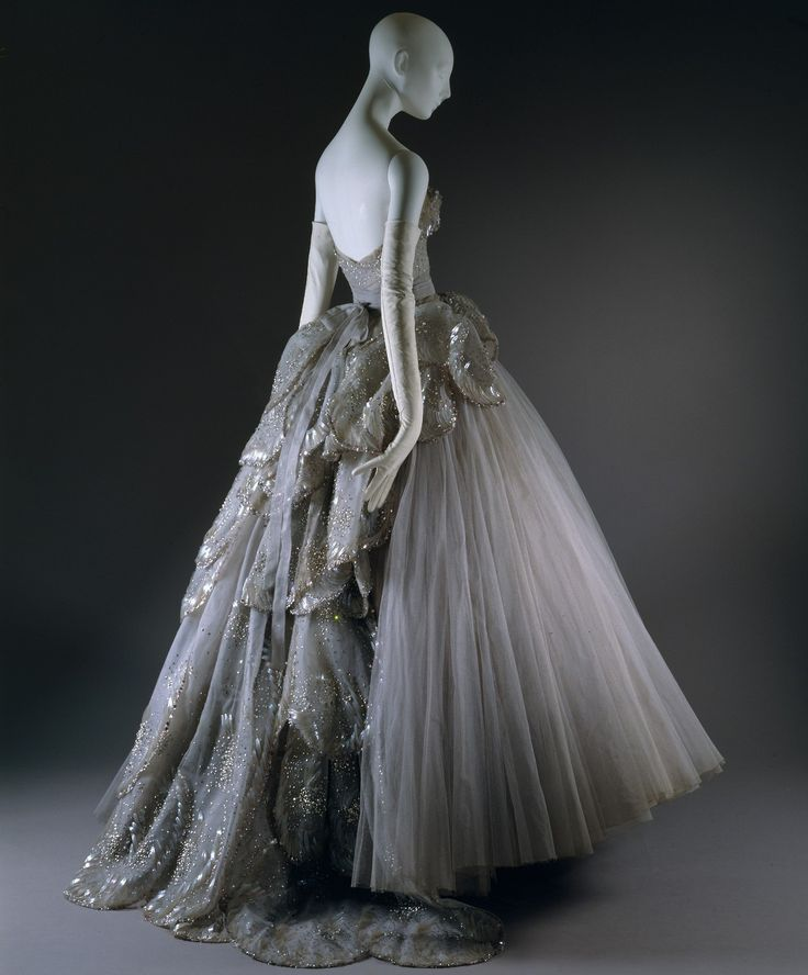 Dior venus ball gown 1949 dress me up pinterest for Haute couture pronunciation