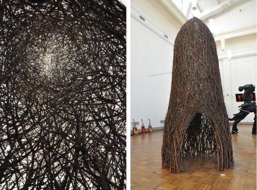 谷口翔 「存在-2012-」 TANIGUCHI Syo|2012年制作|木の枝(檜)|奥行き130×高さ450×幅130cm  左側の写真を見たとき、大きな木の下にいるのかと思った。