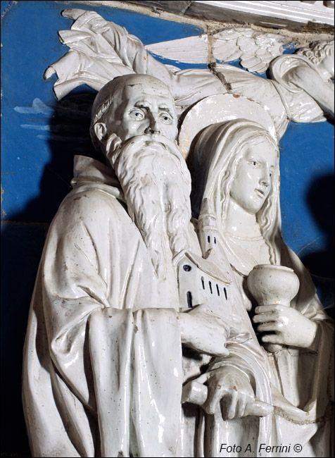 """Andrea Della Robbia - Particolare su San Romualdo e Maria Maddalena """"Madonna in trono con Bambino e Santi"""" - Sacro Eremo di Camaldoli."""