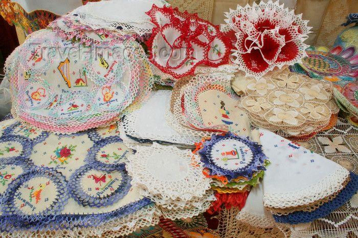 El ñandutí (en español: tela de araña) es un encaje de agujas que se teje sobre bastidores en círculos radiales, bordando motivos geométricos o zoomorfos, en hilo blanco o en vivos colores. Preferentemente se realizan detalles para vestimentas, ornamentos religiosos, sombreros, abanicos, todo tipo de artículos ornamentales. Es el símbolo de la ciudad de Itauguá, y es considerada como la reina de toda la artesanía del Paraguay.
