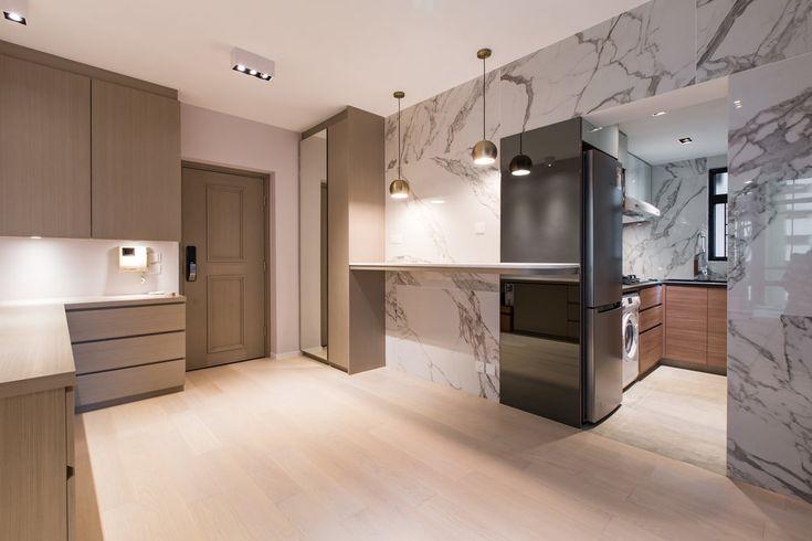 一對年輕夫婦決定搬進一個21年樓齡的海怡半島單位,並希望可以建立一個充滿溫暖有愛的私人空間, 就知道要下一番苦功。  在主調設計以及採用的木色、燈光都以偏暖的取向。 而客、飯廳的原裝圖則均為不太算實用的鑽石型,設計師為了解決實用性的間隔設計,決定要設計成強調客飯廳之間的一體性的體驗、並套用矮身傢俱令日光自由在大廳內流動。同時知道屋主喜歡收集來自世界各國的名信卡的習慣,設計師專門張留一個印有世界版圖的主題牆以便屋主可以貼上一幅又一幅旅程的美好回憶。  談到房間, 木色及牆身刖採用有助睡眠質素的棕黃色的牆色及木色,再以亮眼的黑色屏蔽玻璃門突顯空間的城市現代美態同時保留玩味元素,正正反映一對年輕有活力的屋主而設,時刻湧現數之不盡開始與精彩旅程 #interiordesign #homeliving #project #homedecor #homeinspiration