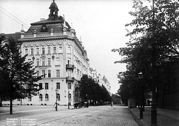 Albertinkadun ja Bulevardin kulmaan rakennettiin 1800-luvun lopussa ylellinen asuintalo.