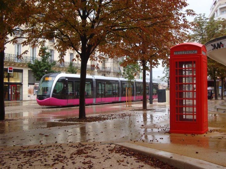 Le tram avenue Foch Dijon