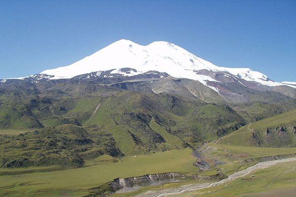 Yüksekliği4,741 metre olan Elbrus DağıElbrus Gürcistan sınırına yakın Kabardey-Balkar ve Karaçay-Çerkes de yer alır. Rusya'nın batı Kafkas...
