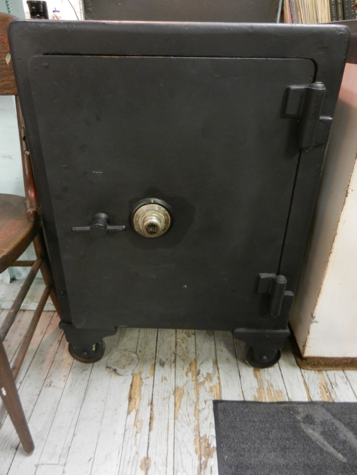 this is a great antique safe w yale lock has working combination exterior dimensions are 23. Black Bedroom Furniture Sets. Home Design Ideas