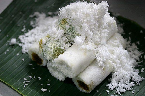 Kue putu (steamed cake in bamboo)