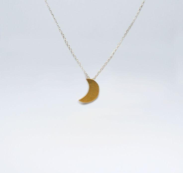 Fio Lua Pequena em Prata com Banho de ouro +info: joias.she@gmail.com