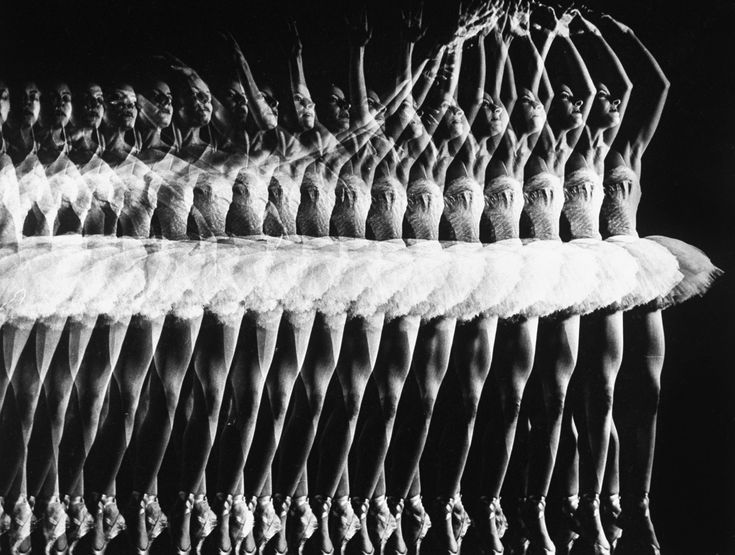 The ballerina Alicia Alonso executing a pas de bourrée at the American Ballet Theatre, December, 1943. Gjon Mili
