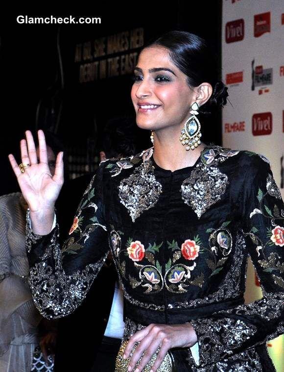 Sonam Kapoor 2014 at First Vivel Filmfare Awards East