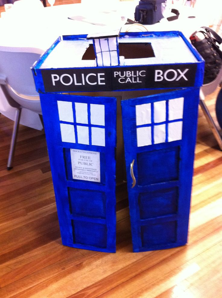 HOW TO MAKE A TARDIS COSTUME IN 15 HRS OUT OF A CARDBOARD BOX Warning: vague instructions. *captured on iPhone 4 – Day 1 – Make the frame Duration: 8pm – 1am (5hrs) STEP 1:Slit t…