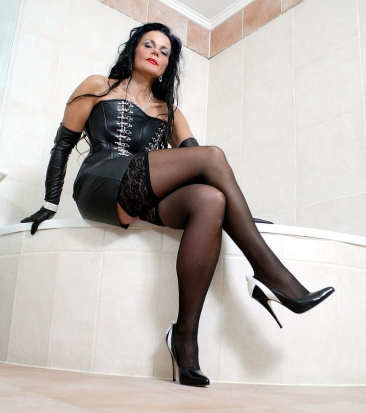 Karolina Kurkovas Husband Archie Drury and Sexy Feet in