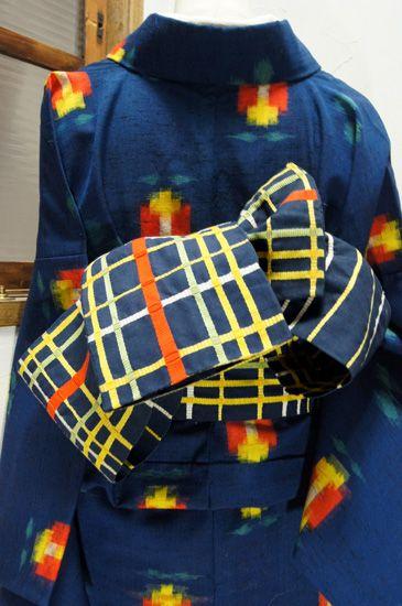 I am obsessed with plaid. And nice musubi.     カラフルに織り出されたチェック模様と、ストライプがリバーシブルになった幅帯です。