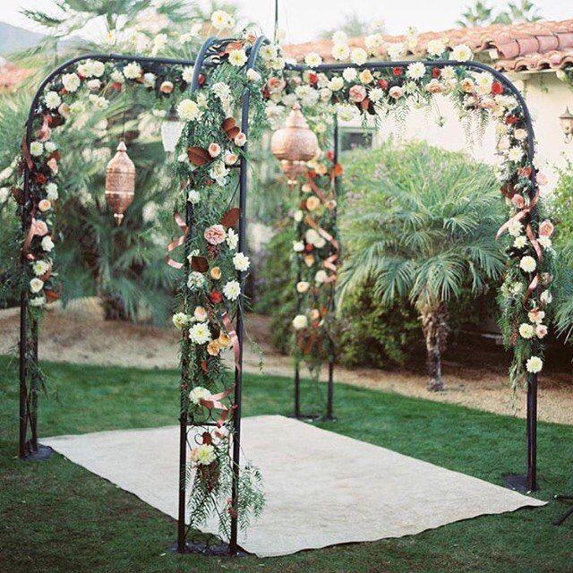 #KWfaves |  Будь то свадьба или огорода пляж путешествия, это марокканский стиле бельведер не только превратить ваше пространство, но и сделать потрясающий церемонии алтарь для клятв!  #weddinginspo |  Gazebo от @archiverentals |  Florals + Фонари по @kristajon |  Планирование & Дизайн @gatherevents |  Место @colonypalmshotel |  Фото @braedonflynn