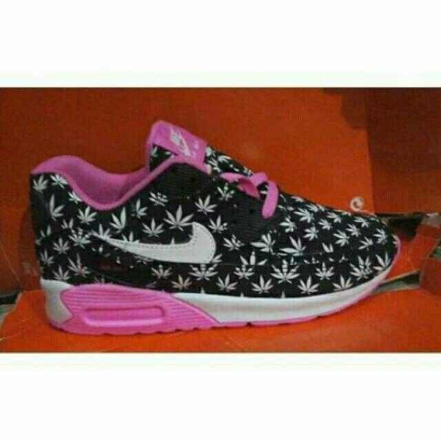 Saya menjual Nike Airmax 90 seharga Rp230.000. Dapatkan produk ini hanya di Shopee! {{product_link}} #ShopeeID