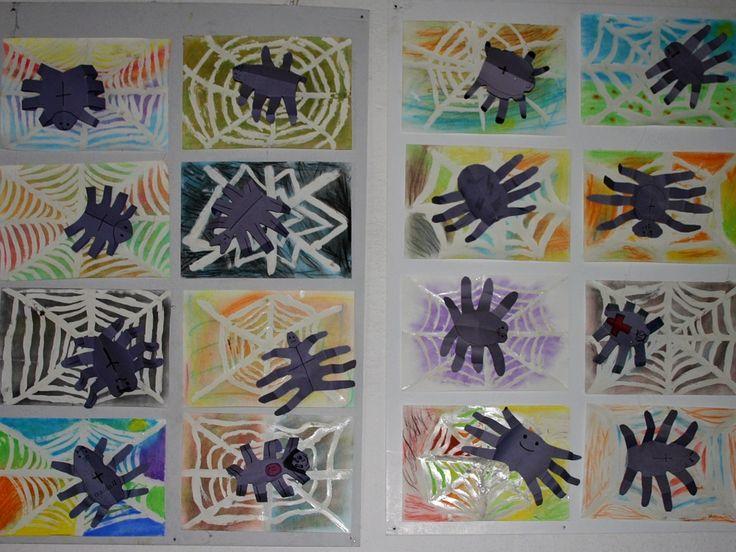 Ruka jako šablona. Pavučina kreslená lakem na papír a přes to suchý pastel.