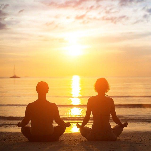 """""""Kärleken är starkare än mörker och vi sprider kärlek ut över vår moder jord när vi mediterar"""". - Benny Rosenqvist. Meditera med oss på tidningen Nära ikväll under fullmånen! Meditationen pågår mellan 20-20.30. Tillsammans sänder vi kärleksfull energi över hela världen! ❤️ Läs mer på Näras hemsida, länken finns i bio. #tidningennara #bennyrosenqvist #fullmånemeditation"""