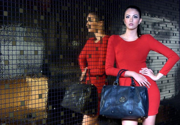 "SCHEDRAUI Shine leather handbag - BasketBlack    Message: ""You were born to shine""  www.facebook.com/SchedrauiCompany"