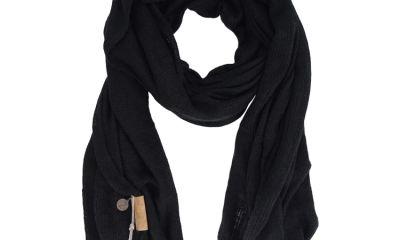 Zusss warme gebreide sjaal  Goede basic voor het najaar! Heerlijke zachte sjaal die leuk is om te matchen met de vesten en het jurkje van Zusss. Het is een dikke sjaal die ook goed buiten te dragen is. Ideaal voor als het wat kouder wordt. De warme gebreide sjaal is verkrijgbaar in drie kleuren: roestmelee, zwart en grijsmelee.      Materiaal: 100% acryl     Maat: 100x210cm     Kleur: zwart,grijsmelee en roestmelee  Prijs € 39,95  #Mijnzusss haal ik #pieterszevenbergen