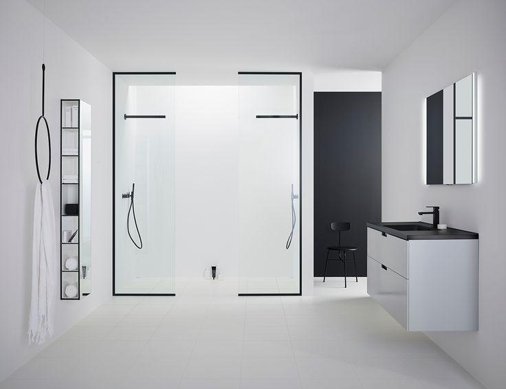 TRAC Modell Plus - går från golv till tak och kan fås med svarta profiler.